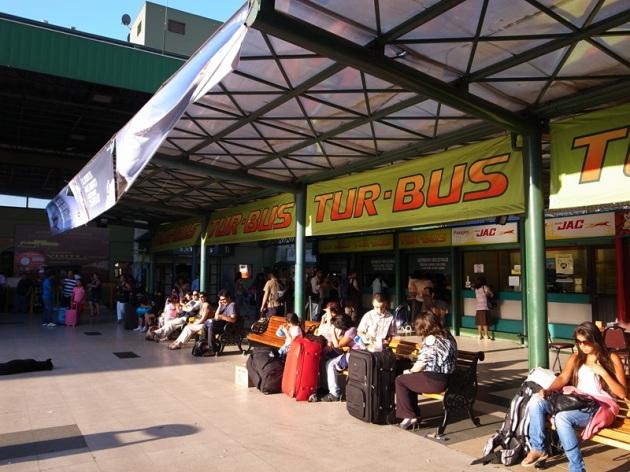 暫時告別Santiago,這個巴士站就在Universidad de Santiago地鐵外,是去機場,搭TurBus的巴士大站