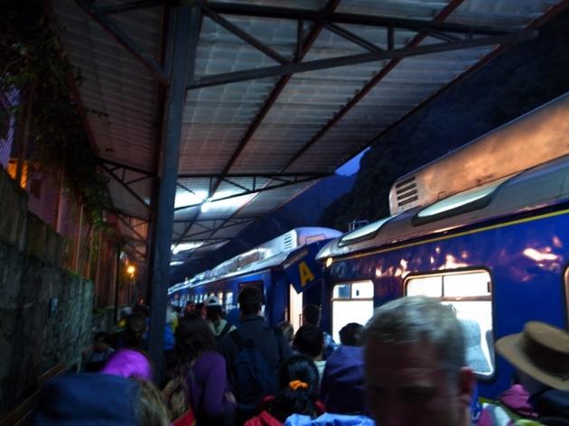 在Machu Pichu遊到差不多五時多要關門,再坐火車回Ollyantaytambo留宿一晚