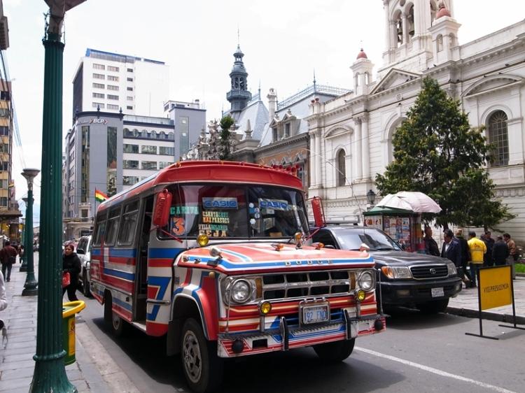 重遇在危地馬拉常見到的Chicken Bus,在這裡這些巴士應該都是服務短程路線