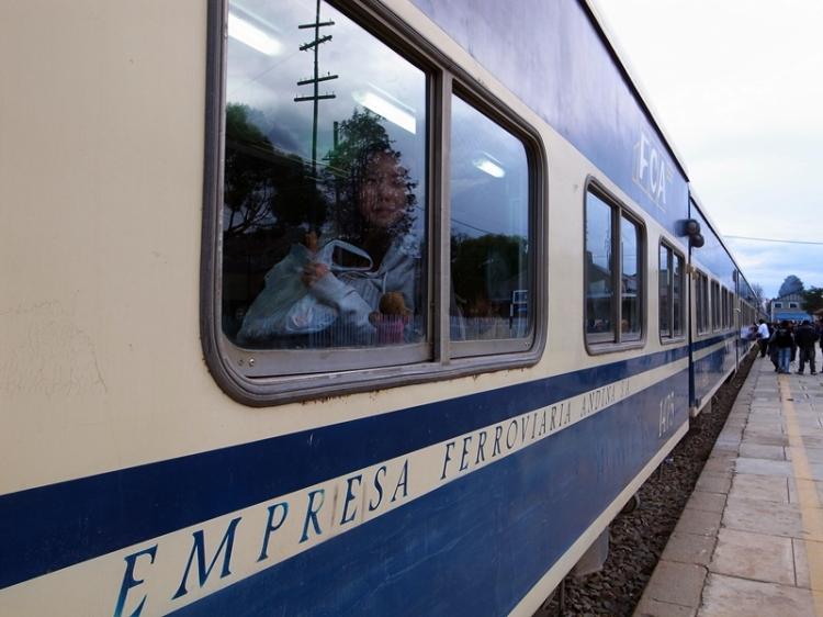 再次在南美坐火車,今次買不到貴一點的旅客專車,跟當地人坐了最便宜的等級,反而看到更多