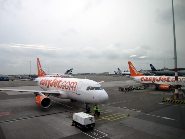買了便宜的easyjet機票,坐八時多的飛機。雖然是便宜了不少,但要注要時間太早沒有地鐵(Tube),所以要找巴士先到Liverpool Street Station,再坐第一班火車到Stansted機場 (http://www.stanstedairport.com/transport-and-directions/stansted-to-central-london)