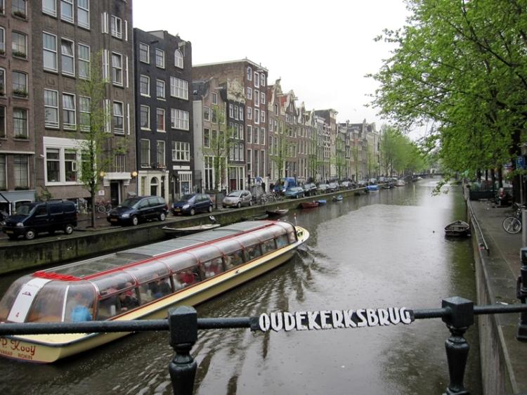 就在火車站門外,就有觀光船帶你暢遊河道