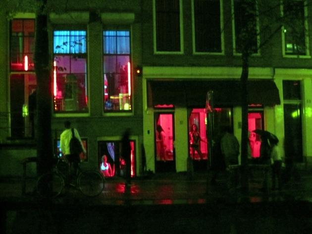 在中國城附近,就是聞名已久的紅燈區。唔買都睇下