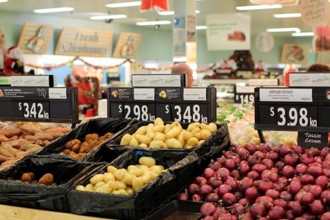 Woolworth是澳洲的大型超市,我們都在這裡買零食和燒烤食物
