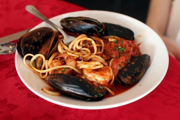 到達Devonport,已經差不多兩時多,很多餐廳都己經關門,幸好還有一家意大利餐館可以吃,味道還不錯