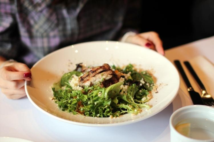 像飯不過名為Pasta的一種配上燒雞和蔬菜