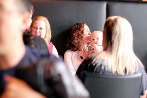 星期六的中午,一家大小或是一班朋友,輕輕鬆鬆在餐廳慢慢喝酒過了一個下午