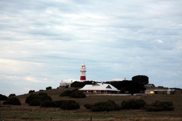 旁邊就是指揮船隻的燈塔