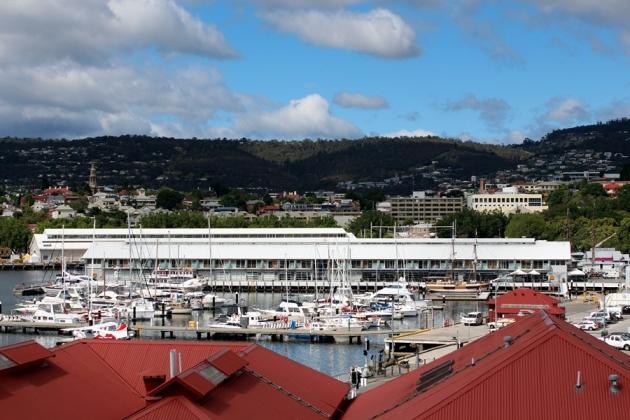 住在Sullivan Cove Apartment,露台一望出去就是Hobart的碼頭