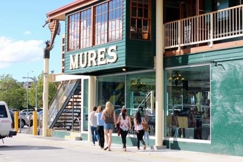 碼頭上最有名的就是這家Mures海鮮餐廳