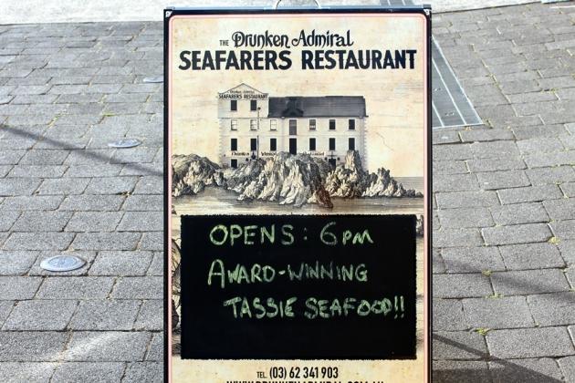 今天去了這家有名的Drunken Admiral餐廳吃飯
