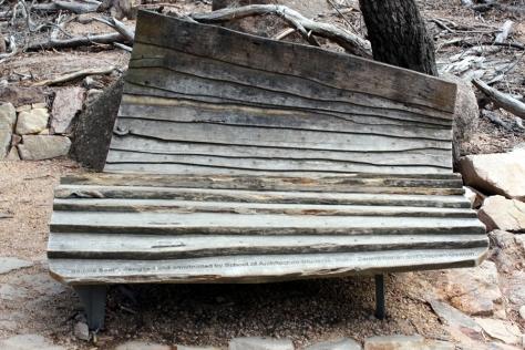 這張是經過當地建築學院學生設計的椅