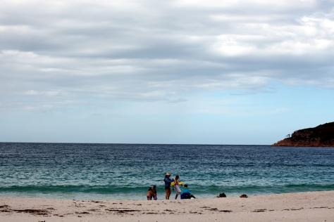 天氣還冷,所以沒有人在游泳
