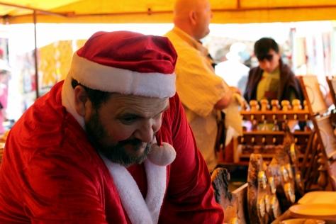 有聖誕老人在賣木製品火