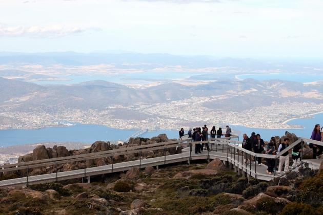 山上有一條觀光道,可以看到Hobart全景