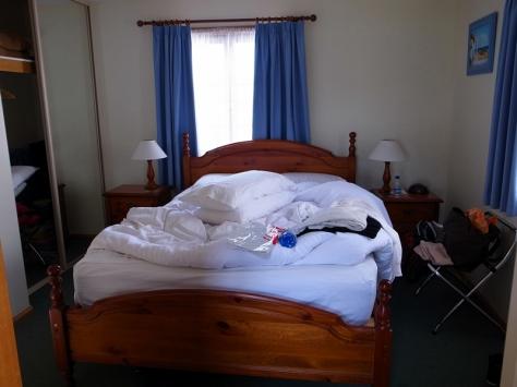 樓下是雙人大床,樓上就是兩張單人床