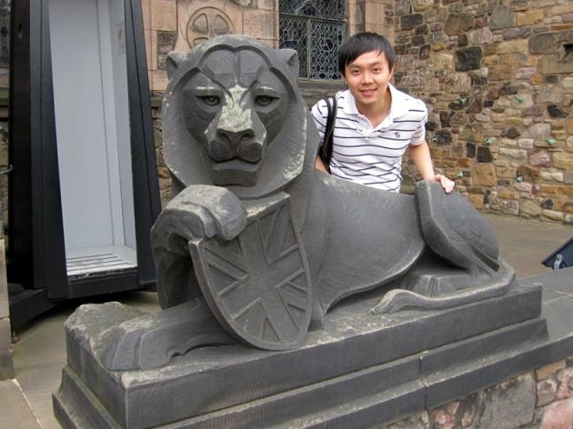 外面的石獅子那麼平易近人