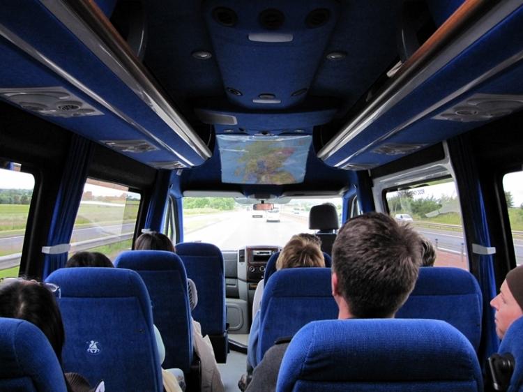 坐上我們這三天的交通工具 - Mercedes minicoach max 16人