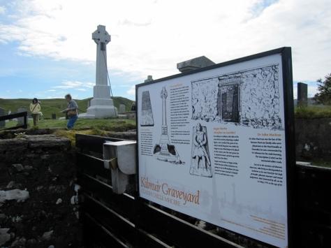 首先向北出發,來到了北面的Kilmuir Graveyard