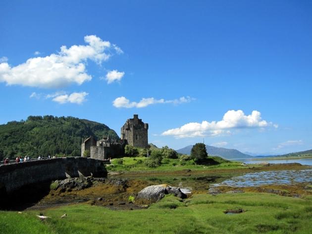從遠處拍下Eilean Castle的風景