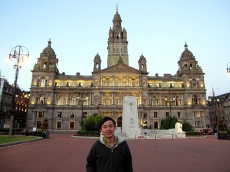 來到了george square,後面是city chamber