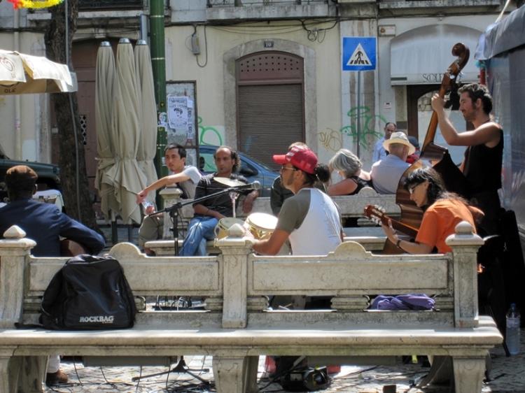 在這懶洋洋的夏日,當然少不了街頭的樂隊表演