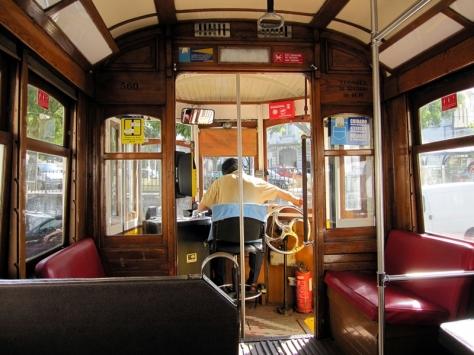 明天才去Belem,今天繼續在舊城區探險,坐上有名的28跑電車上山