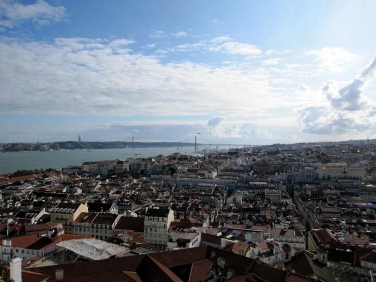 坐上早上七時的飛機離開了蘇格蘭,再次經倫敦轉機,在大約下午一時到達里斯本,展開五天的葡萄牙之旅