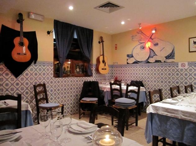 晚上到了地道的餐廳吃飯,有經驗豐富的Fado歌手唱歌