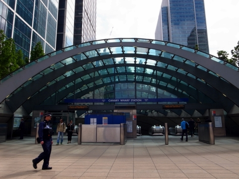 坐銀色線去到Canary Wharf就要轉坐DLR