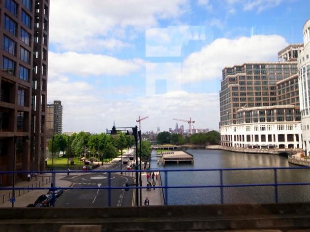 Canary Wharf是倫敦新的金融商業區。我覺得有點像新加坡,都是由很多個Quay組成