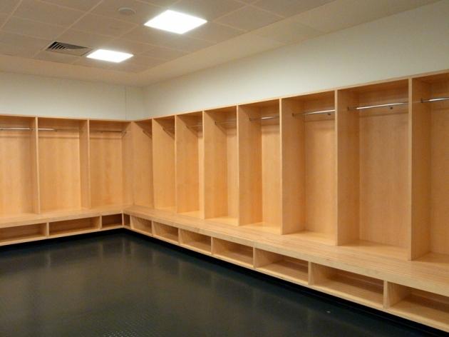 作客更衣室根據統計,愈舒服的更衣室能令作客球隊表演較差。因為如果環境太差,愈能激起對手的士氣
