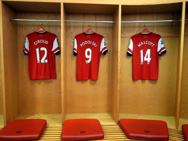 阿仙奴主場球隊更衣室,掛滿了所有一線球員的球衣