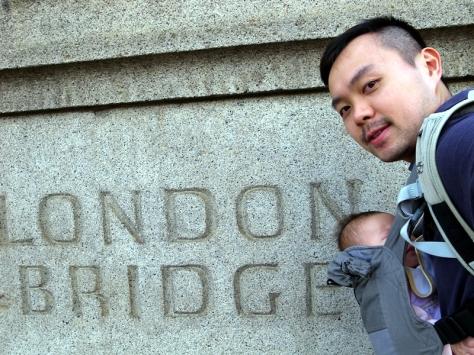 難得去到London Bridge,就帶霖霖出去走一走。第時唱London Bridge is falling down都知到原來自己去過London Bridge