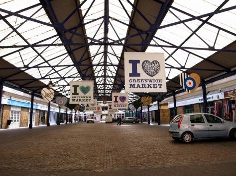 走到差不多,要讓霖霖休息吃飯,路經的Greenwich market在平日沒有開