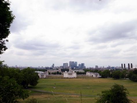 很不容易才帶著霖霖走到山頂,也就是皇家天文台所在地。在這裡能望到整個Greenwich公園和今早參觀的皇宮