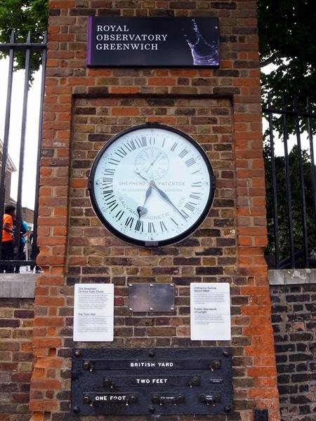 霖霖問:點解香港的時間是GMT + 8小時,GMT是甚麼?我說GMT代表格林威治時間,她又問為什麼要以格林威治時間去開始算世界各地的時間,我就說那我帶你去找答案吧﹗