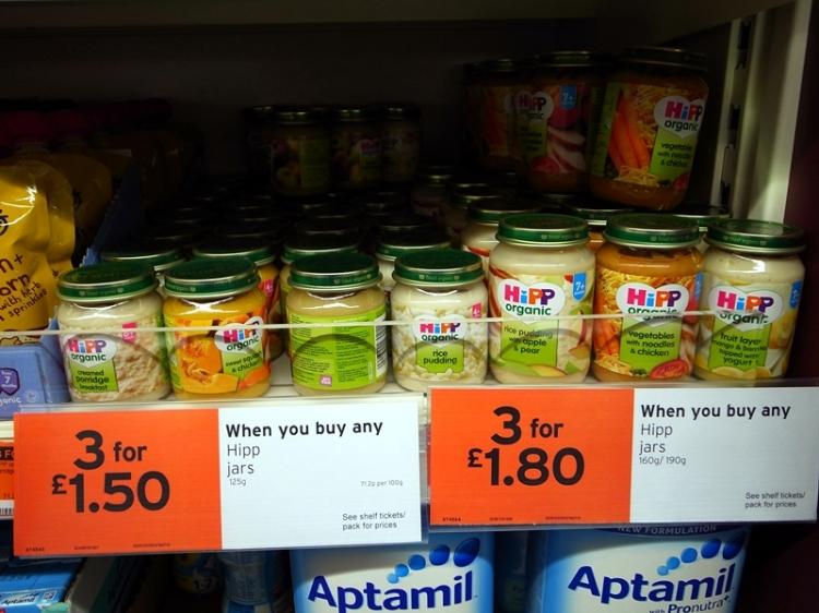 在boots或是sainsburys都會買到的Hipp organic 的糊仔,適合四個月以上的BB吃- http://www.hipp.co.uk/