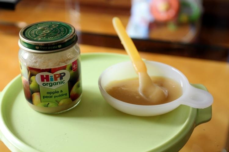 從英國買回來的HiPP,是時候給不肯吃奶的霖霖試一下